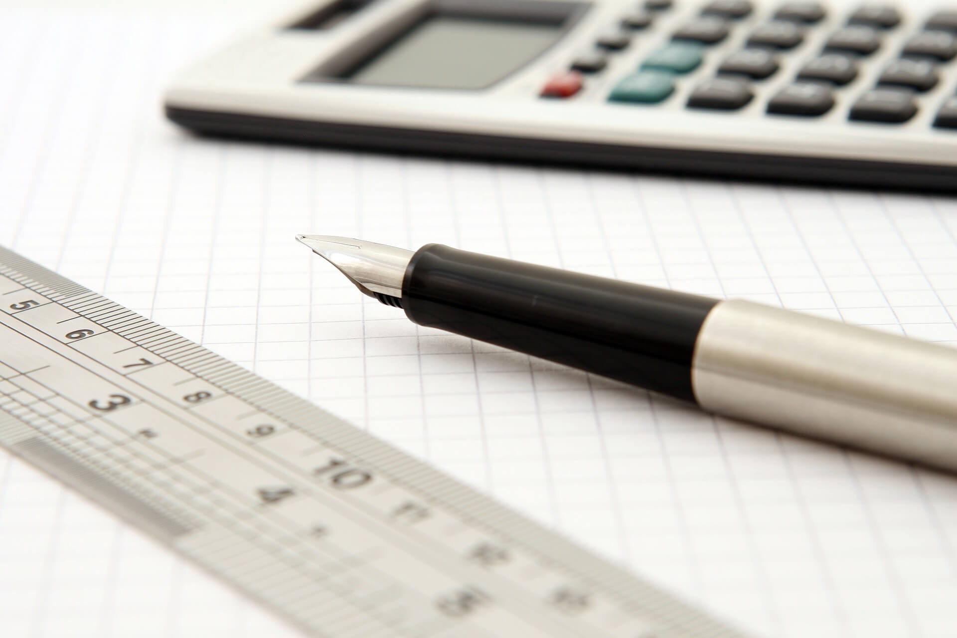 algebra-1238600_1920-1 店舗デザインの見積もりが重要!ポイントをお伝えします!