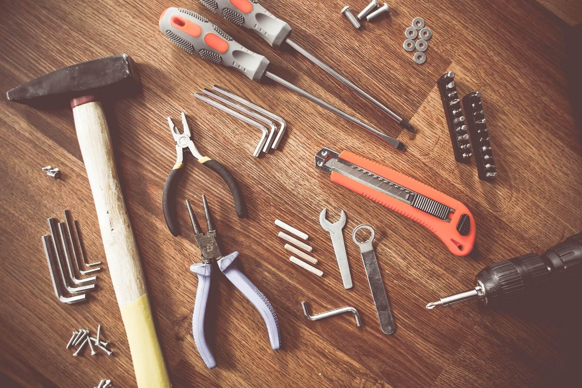 tools-864983_1920 店舗補修は個人でできる?DIYのメリットとデメリットについてご紹介します!