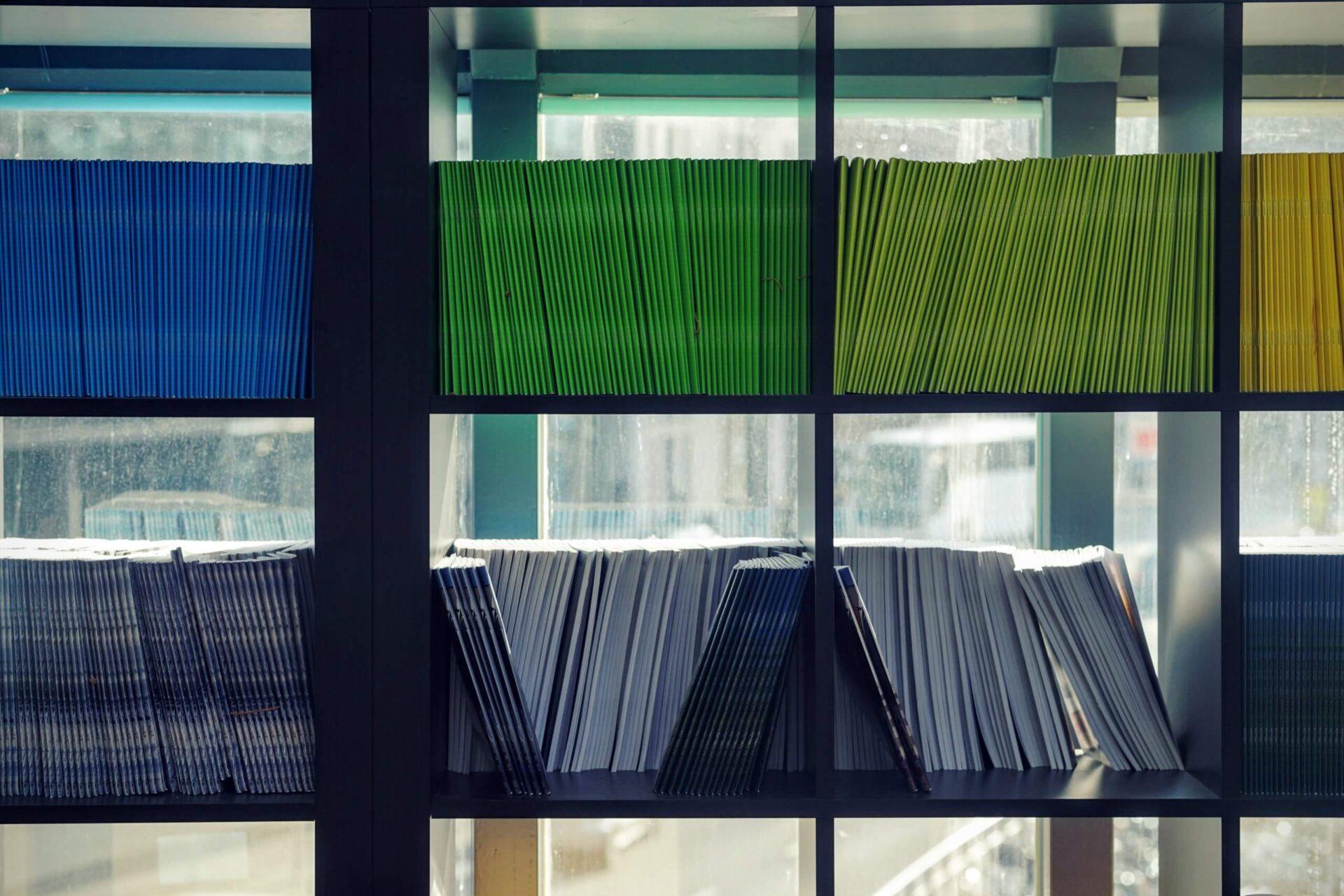 maarten-van-den-heuvel-8EzNkvLQosk-unsplash-scaled 店舗デザインにおける設計マニュアルとは