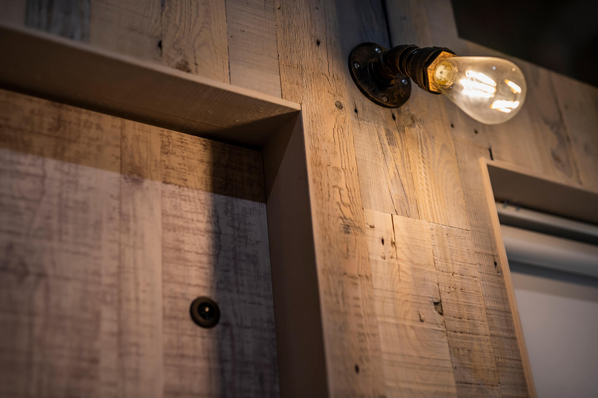 0017_original 店舗デザインでお悩みの方へ!飲食店の壁について解説いします。
