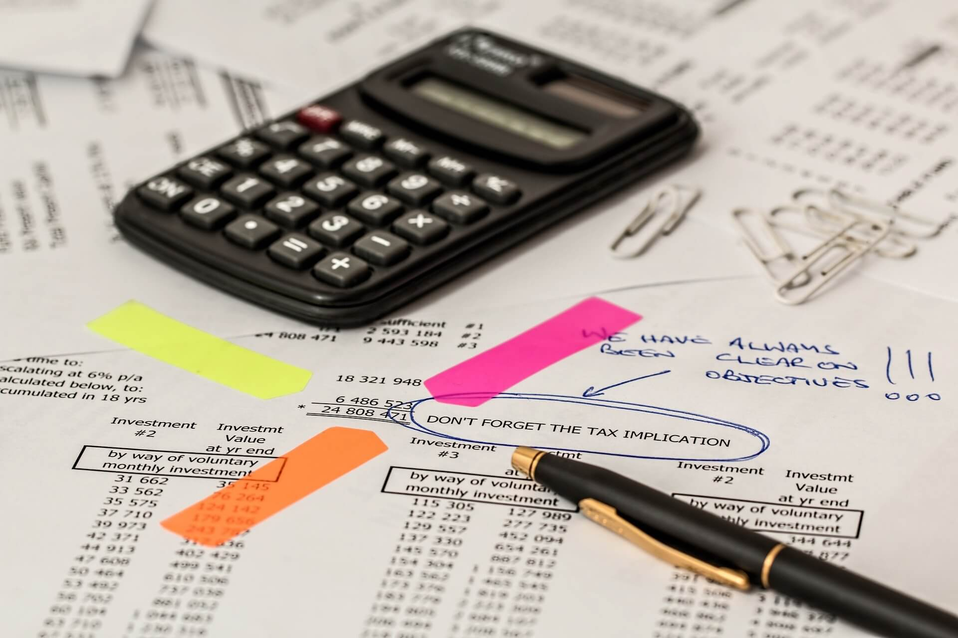 calculator-1044173_1920 店舗改修をお考えの方へ!減価償却についてご存知ですか?